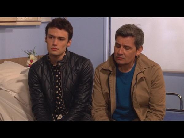 José et Julien vont chercher Cathy à l'hôpital