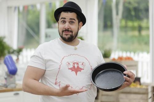 Artus sera-t-il le meilleur pâtissier célébrités ? / Photo : Jean Philippe Robin-m6