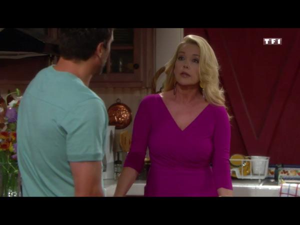 Nikki se méfie de Sharon et se confie à Nick