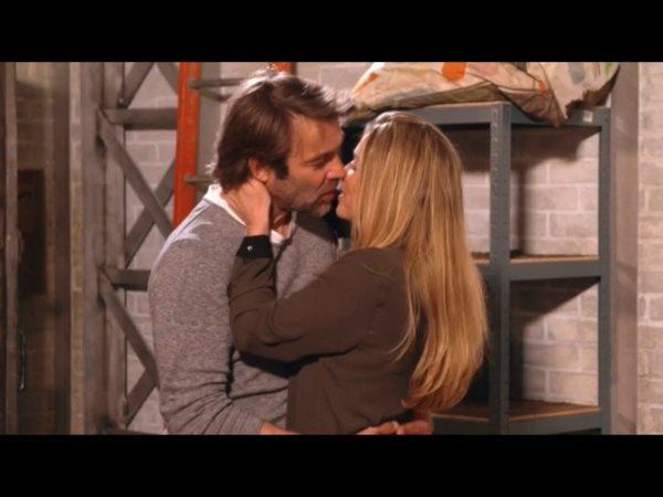 Le baiser final de l'épisode Hélène et Nicolas dans le garage : Hélène et les garçons is back !!