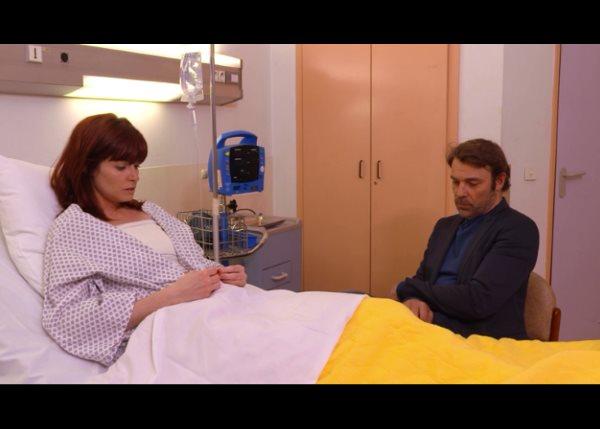 Nicolas a veillé Marie qui se réveille... après son accident