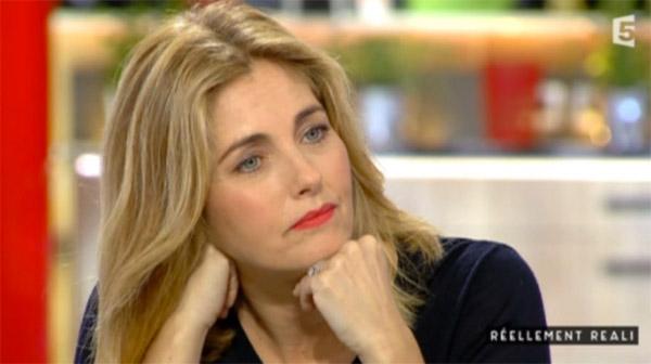 Cristiana Reali en blonde ... elle débarque dans Rendez vous en terre inconnue. Est-elle redevenue brune? a priori  oui !