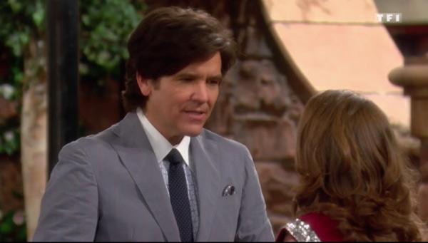 Danny en mode costume-cravate dans les feux de l'amour de TF1