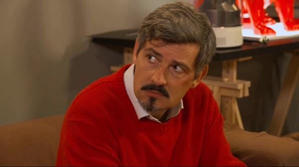 José cheveux courts avec un brin de barbichette et une moustache dans la saison 10 de lMDLA