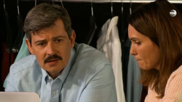 José avec seulement la moustache dans les mystères de l'amour : c'est moche non ? ;))
