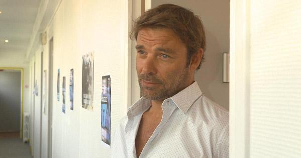 La chemise ouverte de Nicolas / Patrick Puydebat est-ce sexy ou ringard?