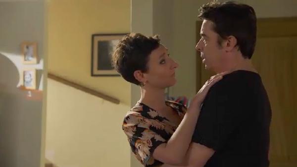 Stéphane avec Anne So ... il dit ne pas être vraiment touché par la mort de Mélanie ... mais il repense au fantôme qu'il voyait.