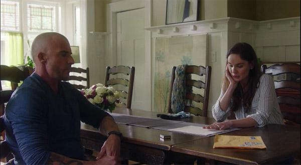 Lincoln apporte la preuve à Sara que Michael est vivant #PrisonBreak saison 5 le revival