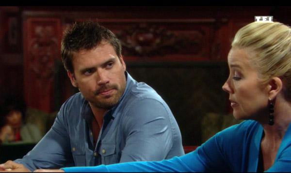 Nikki prépare le dîner de l'annonce où Nick va apprendre que Dylan est son frère
