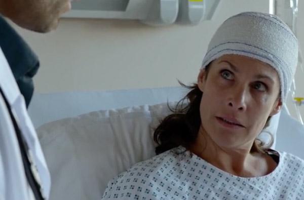 Astrid Veillon alcoolique dans Nina saison 2x02