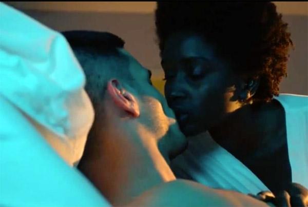 Leo et Nicolas le militaire s'embrassent