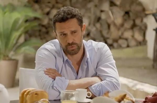 Arnaud inquiet pour Oceane alors que Claire veut juste se protéger du danger qu'elle peut représenter