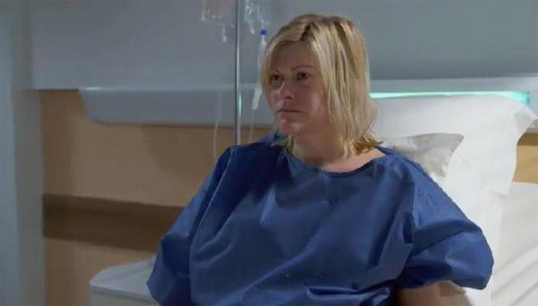 Claire fait une tentative de suicide suite à la perte d'Arnaud
