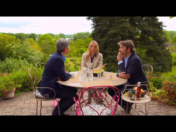 Confidences entre José, Hélène et Nicolas.