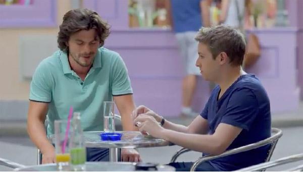 Nathan est jaloux de Cyril, il se fait passer pour gay