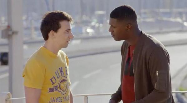 Julio agit en ami auprès de Djawad