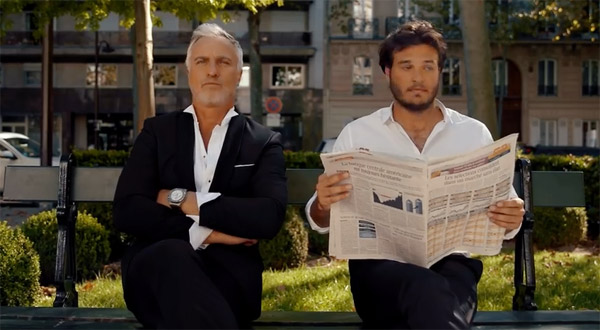 Bastien Cadeac de Capital sur un banc avec David Ginola