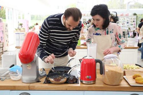 Vos avis sur le retour de Cyril Lignac dans le meilleur pâtisiser aux côtés de Chelsea / Photo Marie Etchegoyen-M6