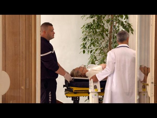 Johanna inconsciente avec un gros problème cardiaque