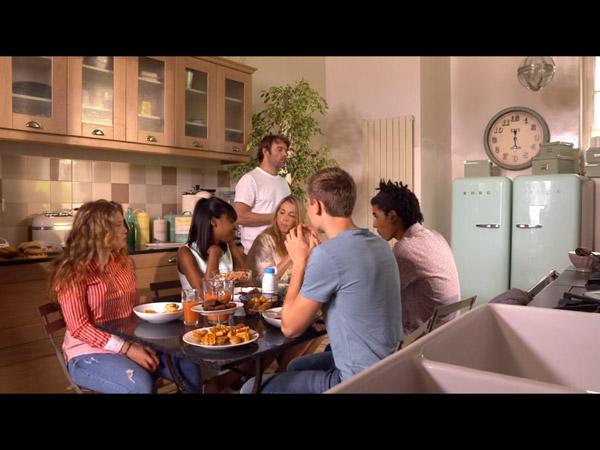 Petit déjeuner en famille : Nicolas perturbé par la vidéo Info France
