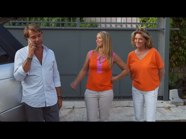 Nicolas invite Peter et Valentina à la maison pour un barbecue