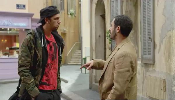 Mitia décide de s'accrocher à Barbara malgré les menaces de Francesco