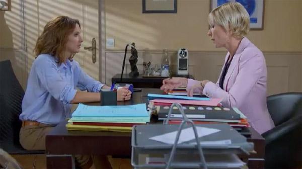 Estelle tente de voir des solutions pour son salon avec Céline Frémont