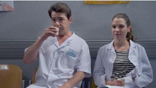 Stéphane et Léa : il tente de la rassurer mais Ghika pense qu'elle ferait juste une bonne infirmière