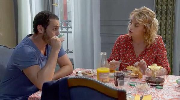 Problème de douche chaude dans la colocation : Coralie et Francesco en discutent au petit déj