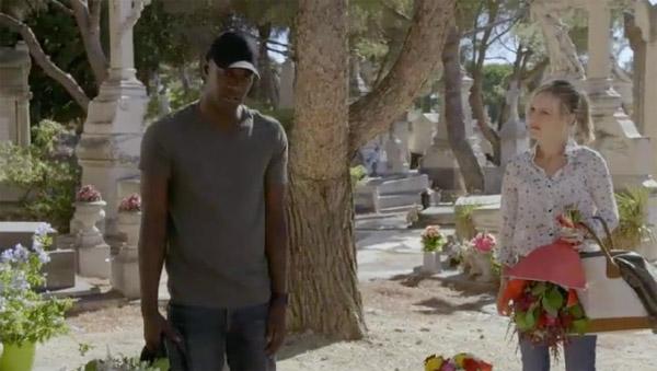 Eugénie et Djawad se croisent au cimetière devant la tombe de Maud