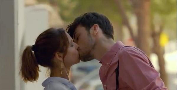 Estelle embrasse Lucas pour faire partie de la bande et innocenter Djawad