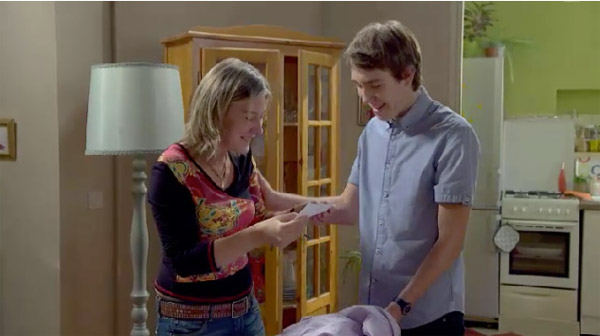 Kevin dit la vérité à sa mère qui se doutait que... elle est fière de son fils