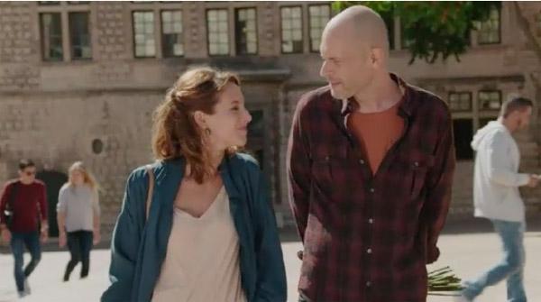 Estelle et Guillaume se croisent avant d'aller au cimetière