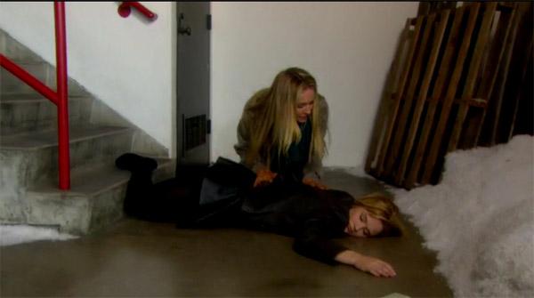 Summer inconsciente, Sharon la découvre comme Phyllis