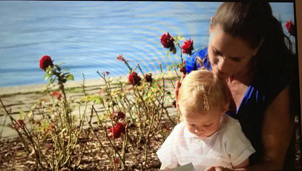 Ingrid et la petite fille de Nicolas reviennent voir la bande