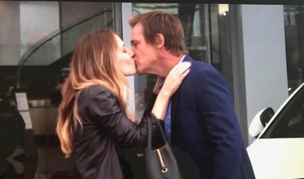 Peter et Tatiana s'embrassent et Peter y prend goût !