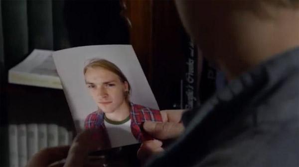 Nathan arrive à lier Rochat au fantôme qu'il voit à la colocation
