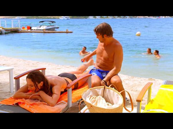 Nicolas en mode séducteur : Hélène est pas loin, dans l'eau !
