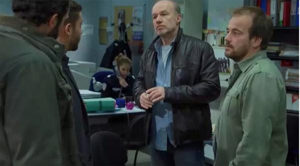 Francesco se livre à la police pour l'enquête sur Mitia