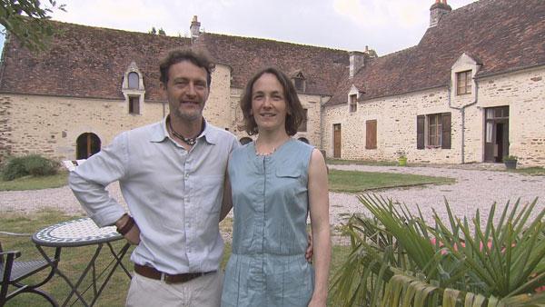 Claire et morgan ferme ch teau dans bienvenue chez nous for Chambre hote tf1